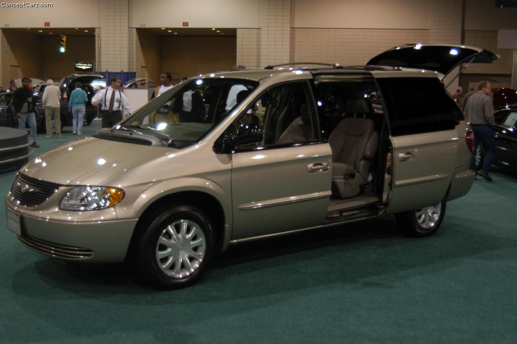 2003 Chrysler Town and Country - Information and photos - ZombieDrive