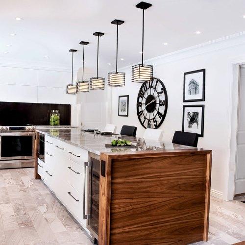 Cuisines sur mesure, ébéniste à Laval, cuisine moderne contemporaire, cabinets de cuisine, armoires de cuisine, finition de bois.