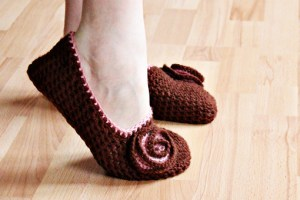 how to make simple crochet slippers, crochet slipper tutorial with pictures