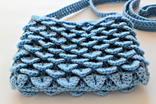 crochet crocodile stitch bag pattern by zoomyummy.com