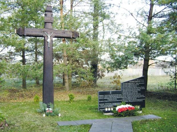 Miejsce upamiętnienia Rodaków pomordowanych w obozie śmierci w Macikach