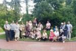 Uczestnicy spotkania w skwerze przy domu wspólnot narodowych