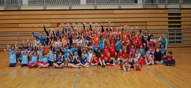 100 mladih rokometašic se je igralo ROKOMET