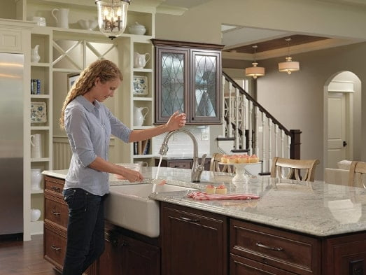 Delta Faucet Leland Single-Handle Touch Kitchen Sink Faucet with Pull Down Sprayer, Touch2O and Shield Spray latest Technology