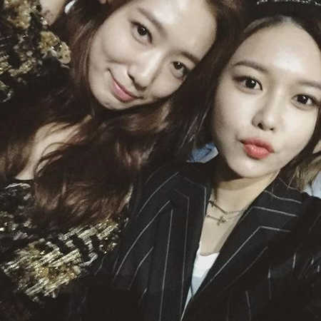 Girls' Generation's Sooyoung Thanks Park Shin Hye For Gift With Cute Jokes About Their Dramas