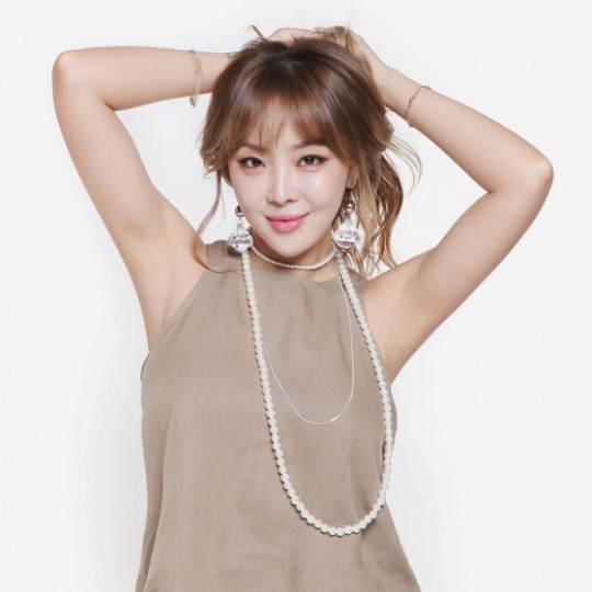 Brown Eyed Girls Member Narsha Unveils Photo From Wedding