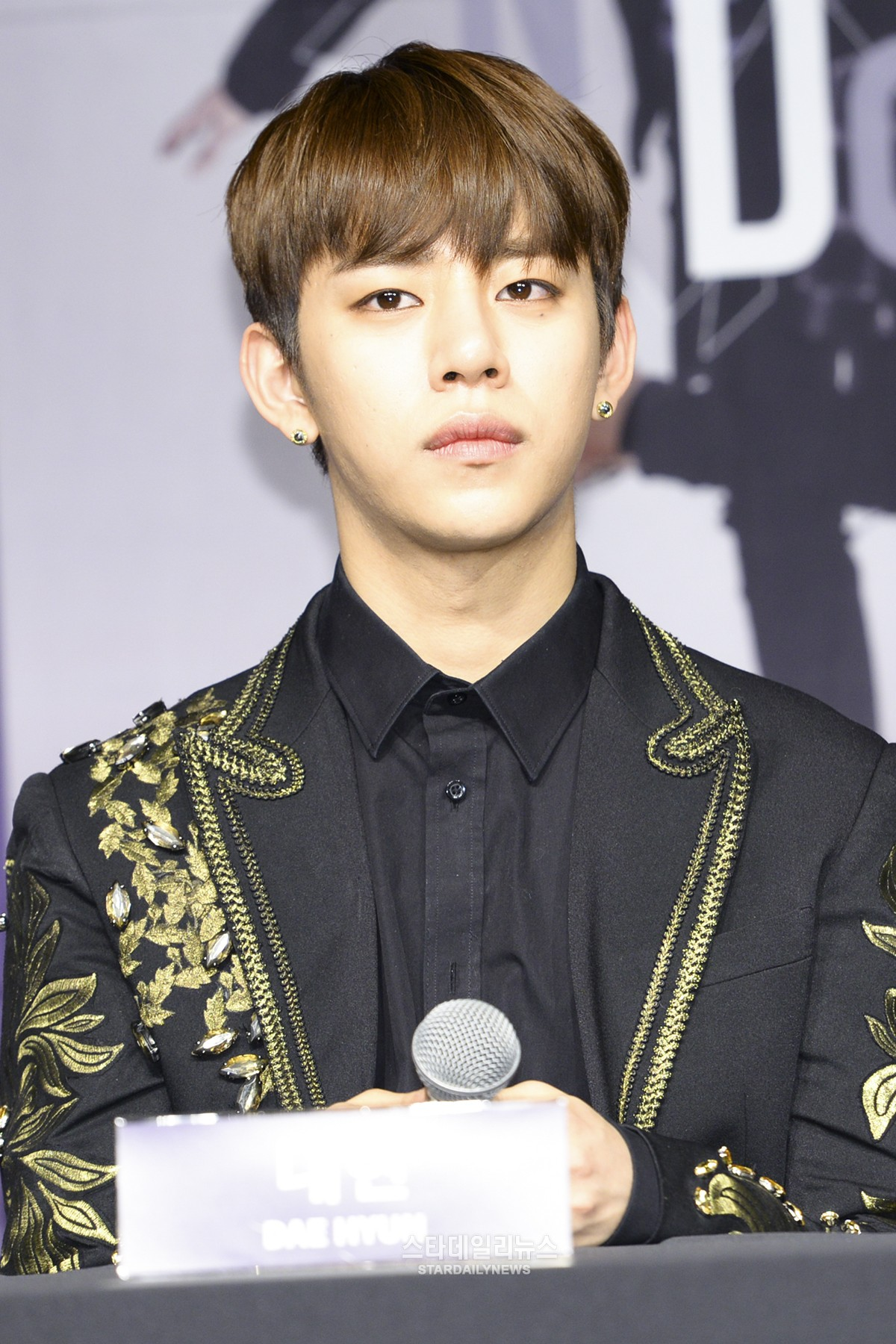B.A.P's Daehyun Politely Asks Sasaengs To Stop Coming To Their Dorm