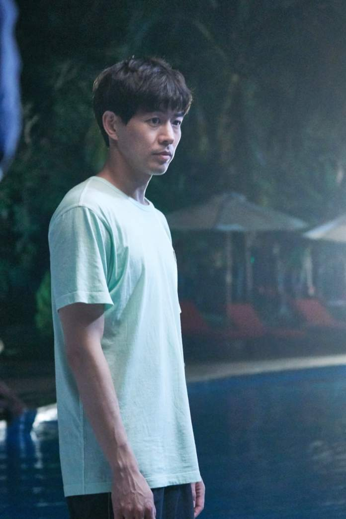 "- Lee Sang Yoon1 - Lee Sang Yoon And Lee Sung Kyung Share Passionate Poolside Embrace In ""About Time""  - Lee Sang Yoon1 - Lee Sang Yoon And Lee Sung Kyung Share Passionate Poolside Embrace In ""About Time"""