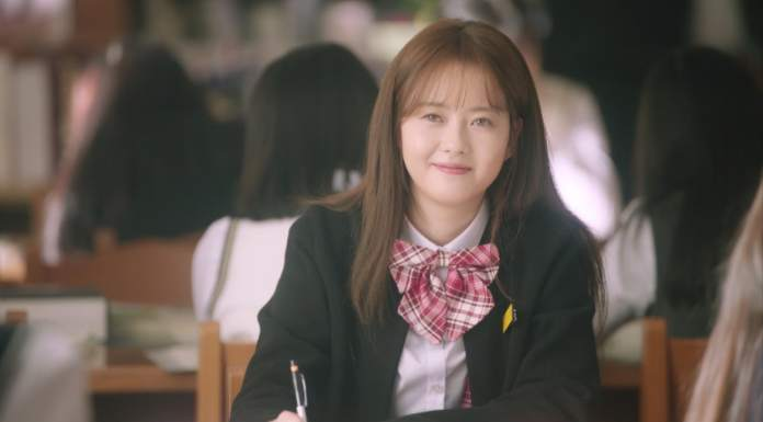 """- Go Ara2 - INFINITE's L And Go Ara Shed Light On Their Past Friendship As Classmates In """"Miss Hammurabi"""" Stills  - Go Ara2 - INFINITE's L And Go Ara Shed Light On Their Past Friendship As Classmates In """"Miss Hammurabi"""" Stills"""