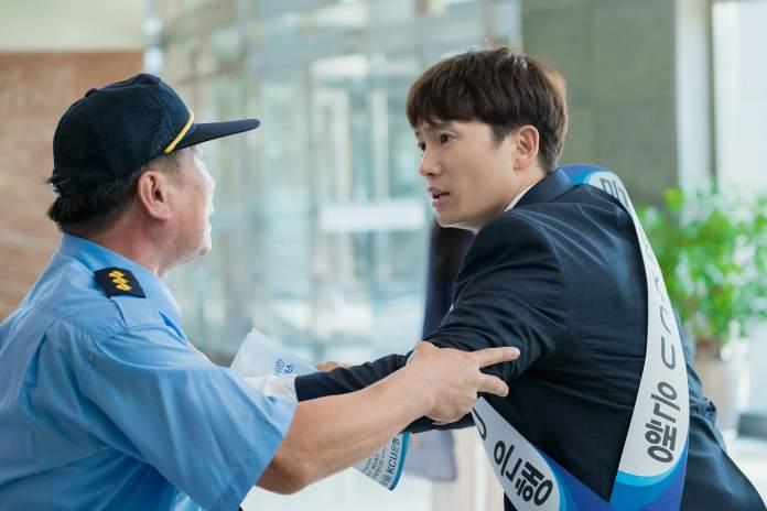 """- Ji Sung 4 - Ji Sung Is A Hardworking Bank Employee In Upcoming Drama """"Familiar Wife""""  - Ji Sung 4 - Ji Sung Is A Hardworking Bank Employee In Upcoming Drama """"Familiar Wife"""""""