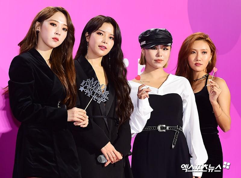 Estrellas iluminan la alfombra roja con sus looks en los 2018 Melon Music Awards 104
