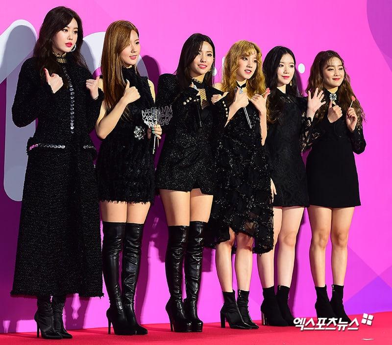 Estrellas iluminan la alfombra roja con sus looks en los 2018 Melon Music Awards 113