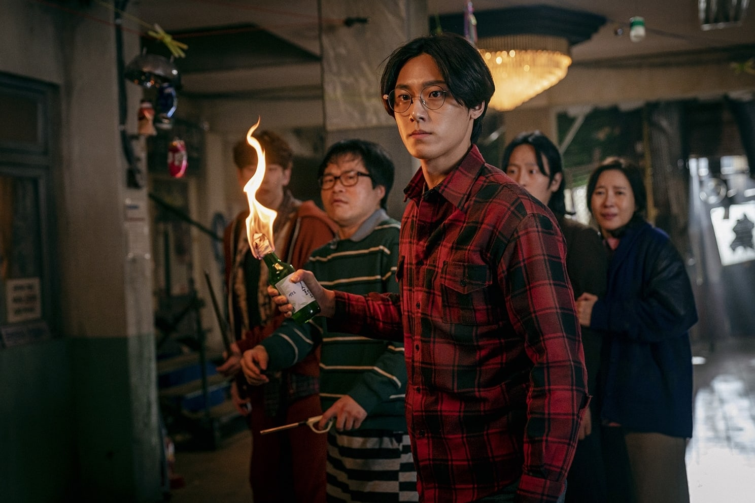 Kim seok hyun convenience store owner / sun young's husband. Song Kang Lee Si Young Lee Do Hyun And More Fight To Survive In Sweet Home Soompi