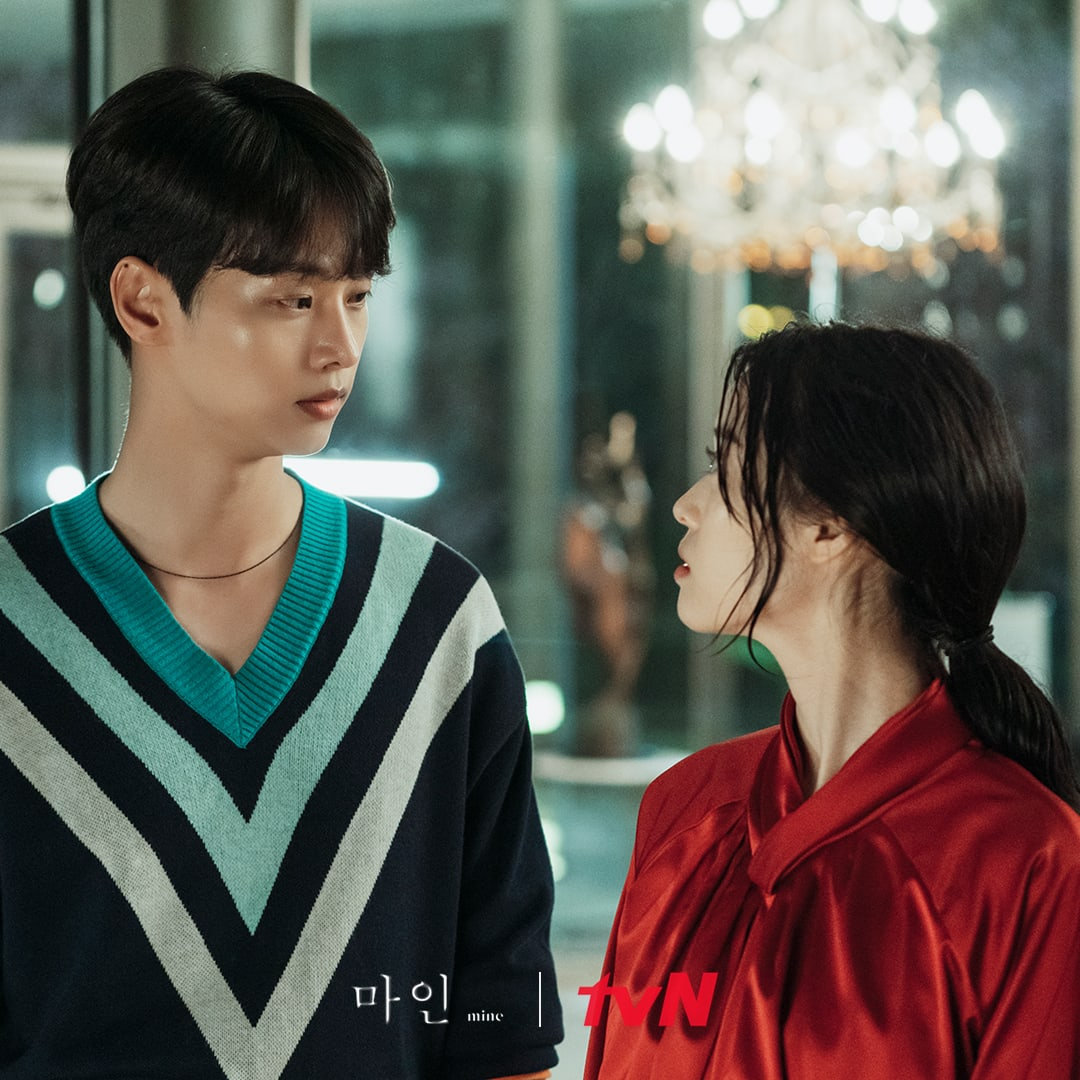 """Cha Hak Yeon And Jung Yi Seo Get Up Close And Personal In """"Mine""""   Soompi"""