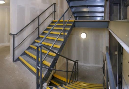 внутренняя пожарная лестница