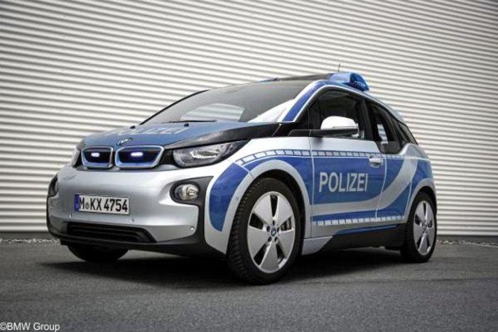 BMW übergibt drei BMW i3 an die Bayerische Polizei