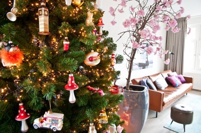 De kerstboom pronkt weer in huis  INTERIOR JUNKIE