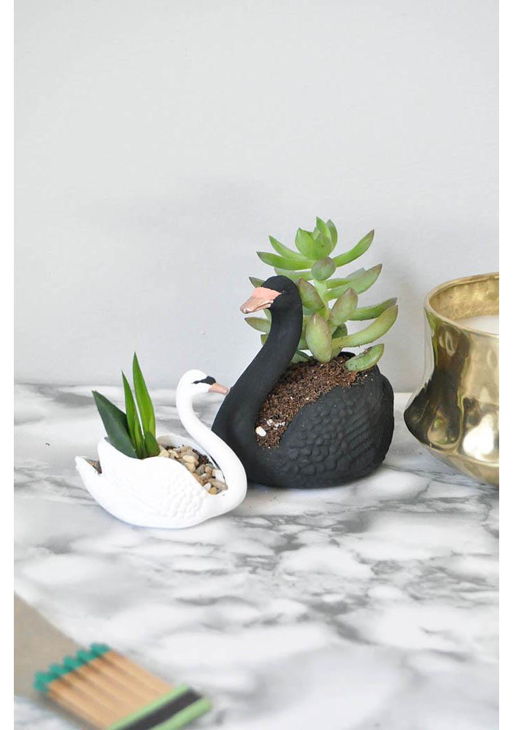DIY zwaantjes als bloempot  INTERIOR JUNKIE
