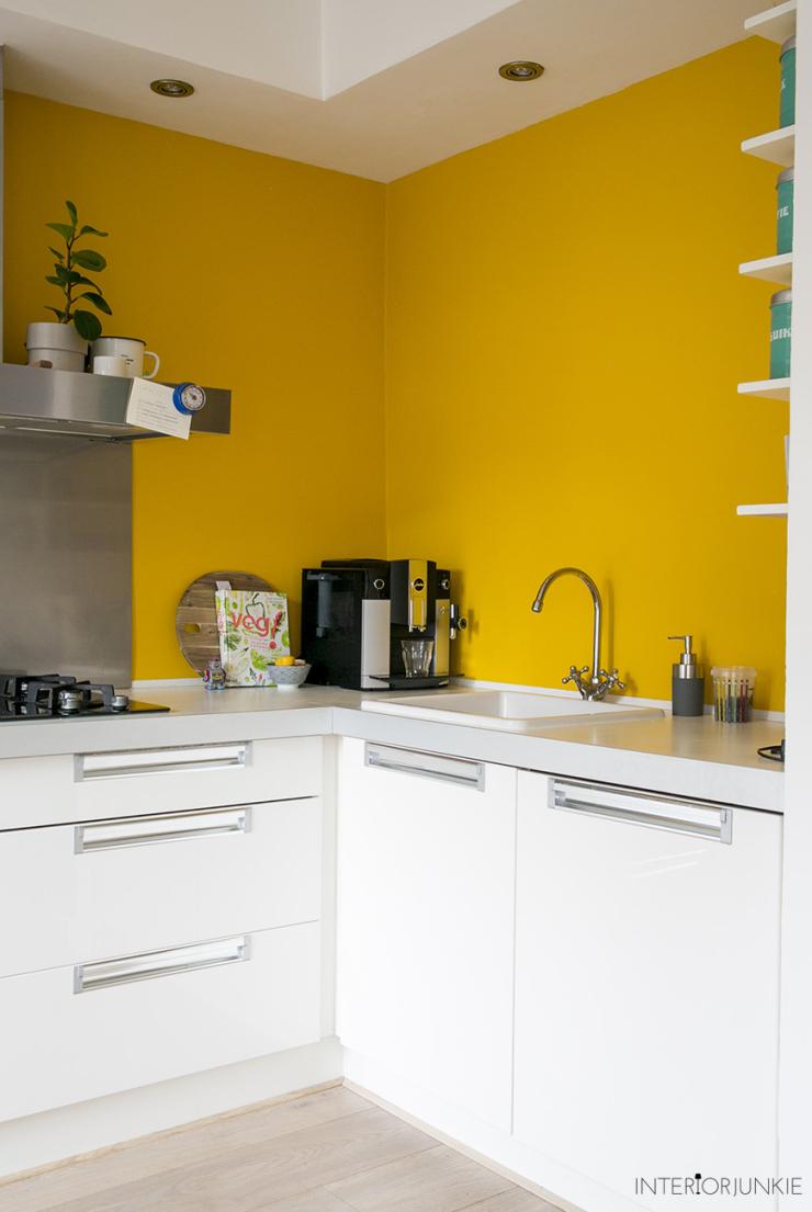 Durf jij een gele muur in de keuken aan  INTERIOR JUNKIE