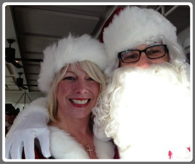 Kelly and Drew Schuette, who organized this afternoon's Santa pub crawl.