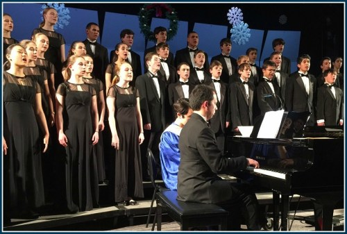 The chorus and chorale, with accompanist Dr. Robert Kwan. (Photo/Lynn U. Miller)