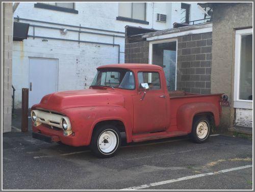 Parking 1 - 1950s Ford - JP Vellotti