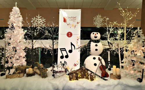 The lobby display got concert-goers in the holiday spirit.
