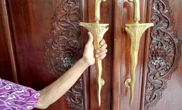Handle Pintu Desain Kris Klasik