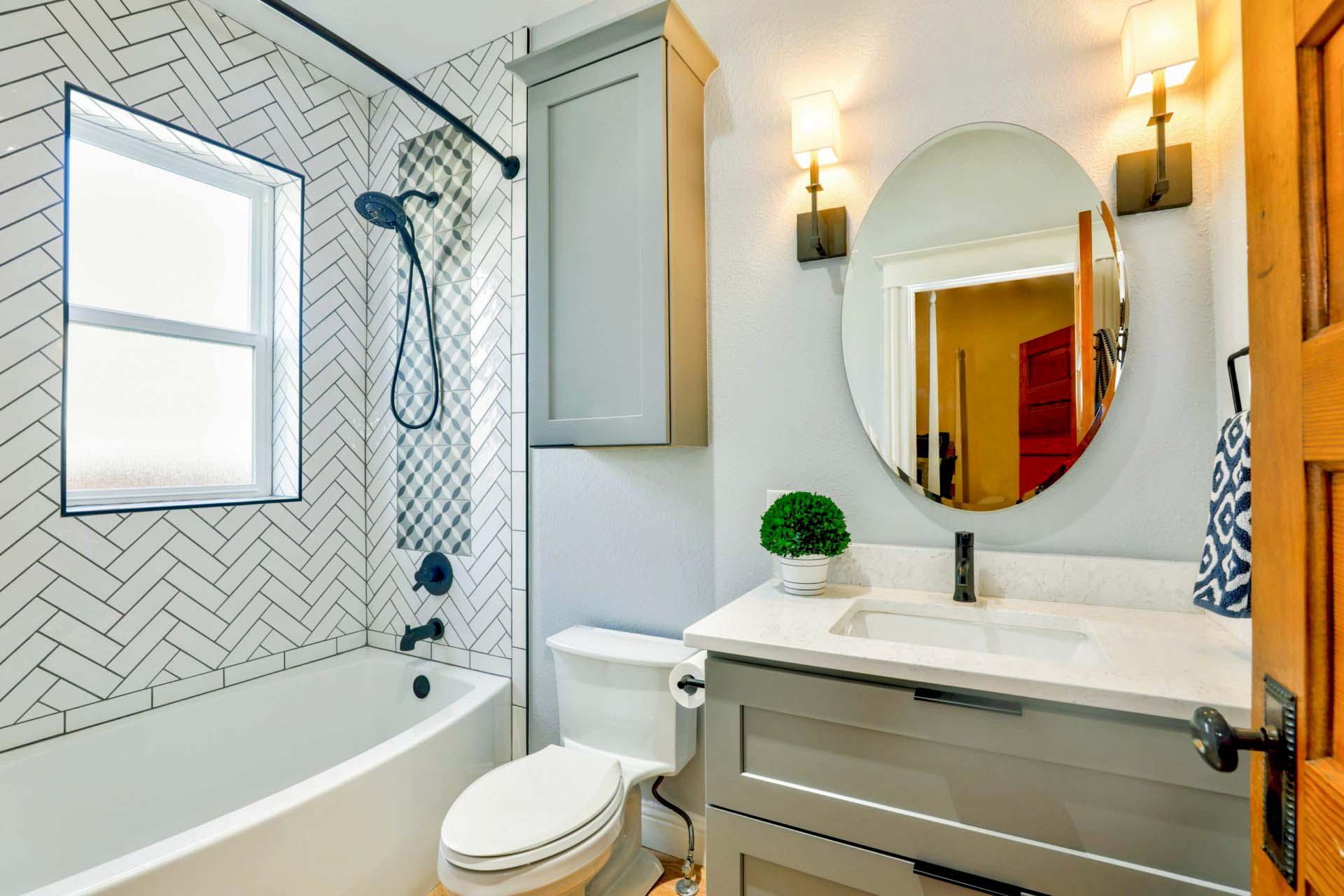 Warna keramik kamar mandi yang cerah minimalis