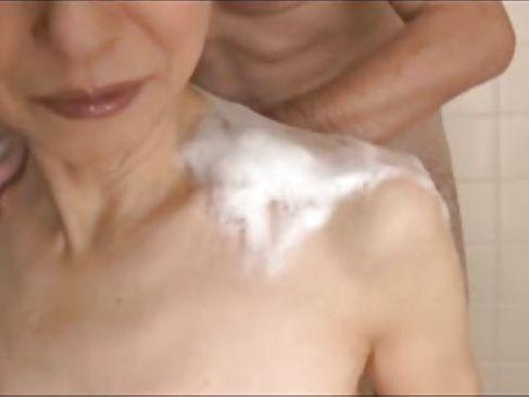 還暦を過ぎた激しい熟年夫婦の性生活と息子と母親のセックス動画の長編