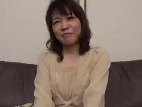 貧乳な五十路熟女の奥様が久々のセックスで激しく燃え上がる素敵な奥様動画