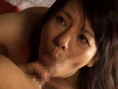 おばさん体型な熟女が調教済みの身体をくねらせちんぽを欲する奥様動画日本無料