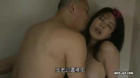 美人な奥様達夫婦がスワッピングしてお互いの妻を抱く激しいセックス三昧な奥様動画