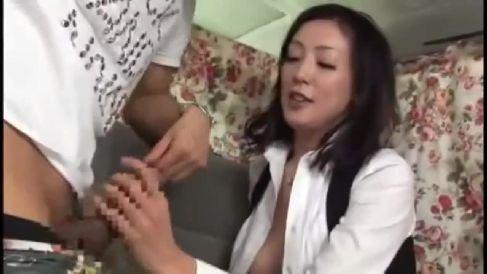 美人な奥様をアンケートと称しエロい質問でその気にさせてホテルでハメ撮りしちゃう綺麗な奥様動画