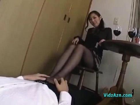 欲求不満な美脚美人妻が隣人を招き入れ酒盛りをしてから痴女攻めするひとずま無料あげ