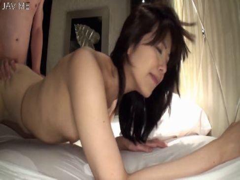 30代半ばの上品そうな熟女妻が浮気相手とホテルで激しいセックスをしてる0938動画サンプル無料