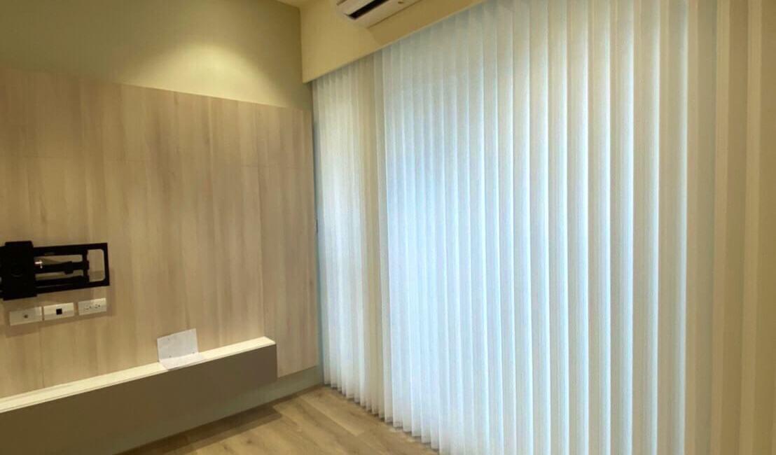 進口直立式柔紗簾 客廳窗簾設計 台中市窗簾設計 新家裝潢規劃 落地窗窗簾選擇