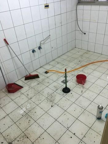 新店區通水管不通 新屋主尚未搬進,廚房地排就已經滿水