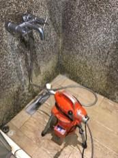 阿威通管行 浴室排水孔堵塞