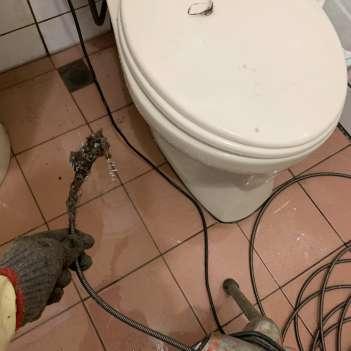 阿威通管行 瑞芳區包通浴室排水孔