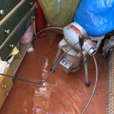 阿威通管行 陽台洗衣機排水孔堵塞