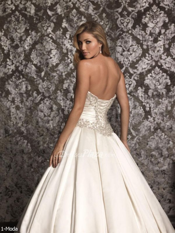1000 images about AMAZING WEDDING DRESSES on Pinterest  Bar refaeli Casablanca and Carrara