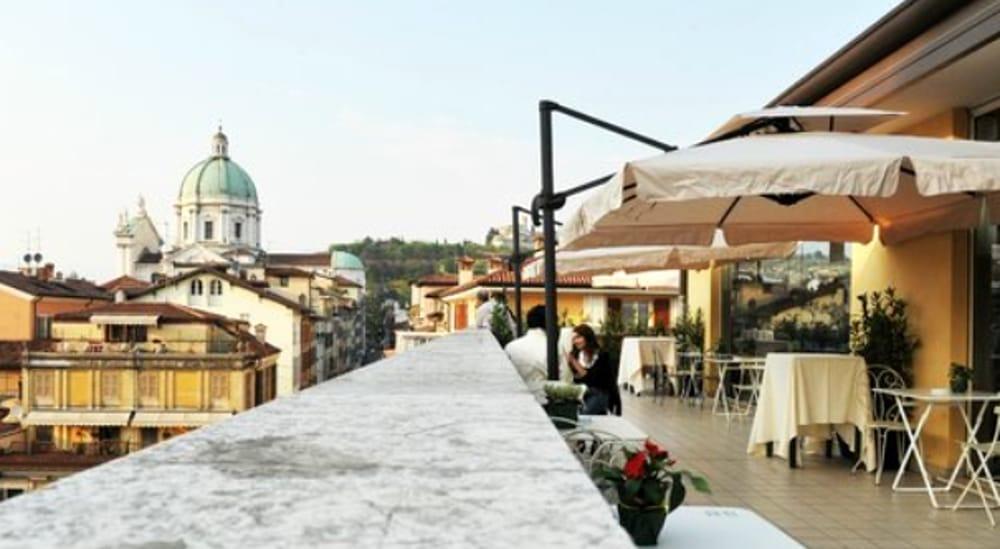 Brescia riapre la terrazza al quarto piano del Coin con