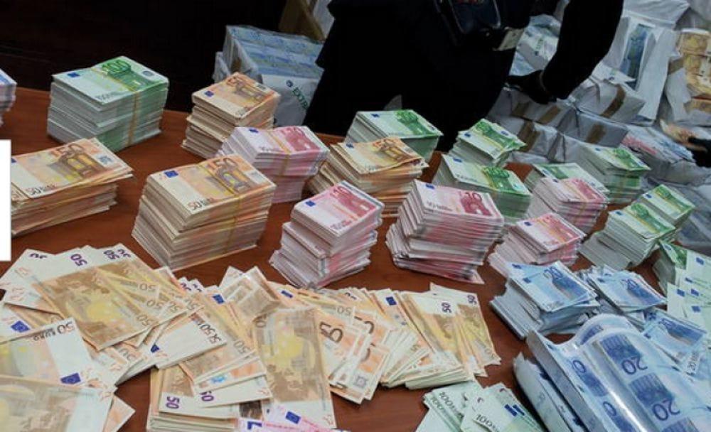Comasina nasconde 150mila euro in contanti in casa denunciato