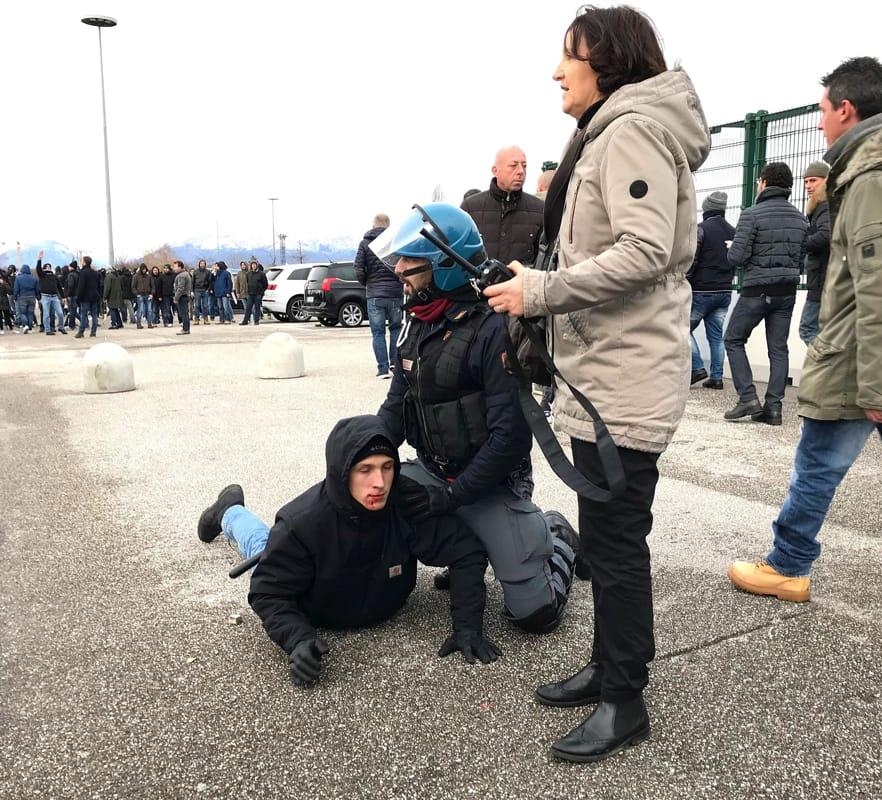 UdineseNapoli tensioni tra tifoserie allesterno dello stadio