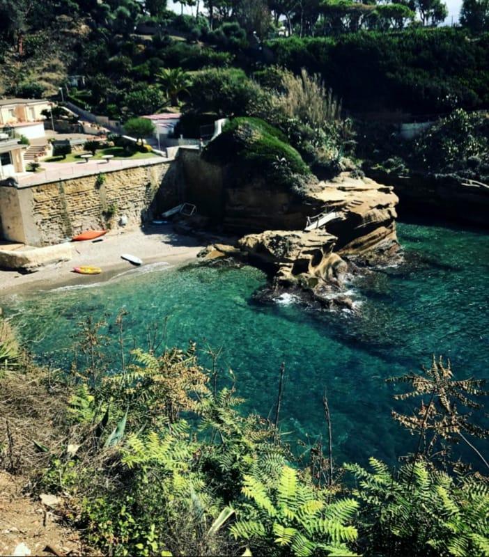 Le sei location pi suggestive dove fare il bagno a Napoli