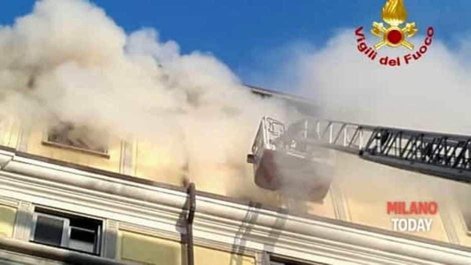 Incendio in un appartamento al sesto piano: evacuato un intero condominio