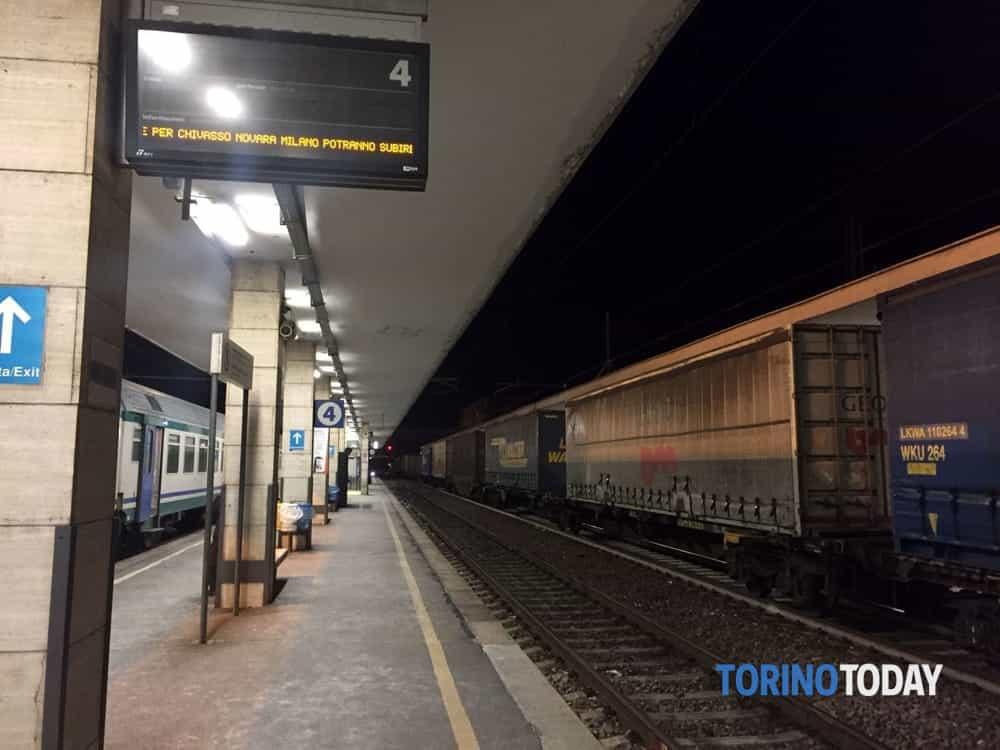 Allarme incendio treno alla stazione di Chivasso  Interrotta la ferrovia ChivassoIvrea  21