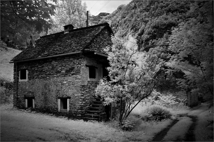 fuji-x100-infrared-sonogno-switzerland