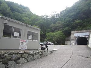 トンネル西口